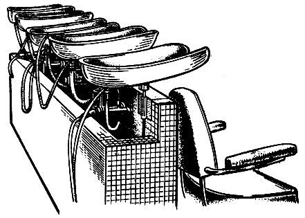 Рис. 27. Приспособления для мытья головы